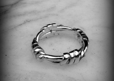 Anillo alambre de espino en plata