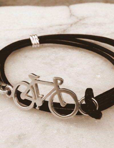 Pulsera bici en plata con cuero de 2 mm y doble vuelta