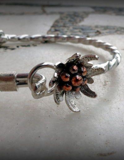 pulsera rigida con la flor edelweiss en plata y cobre