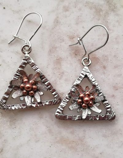 Pendientes edelweiss con marco triangular